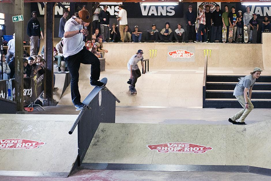 Vans-Shop-Riot-2013-Burnside-Rob-Maatman-nosegrind