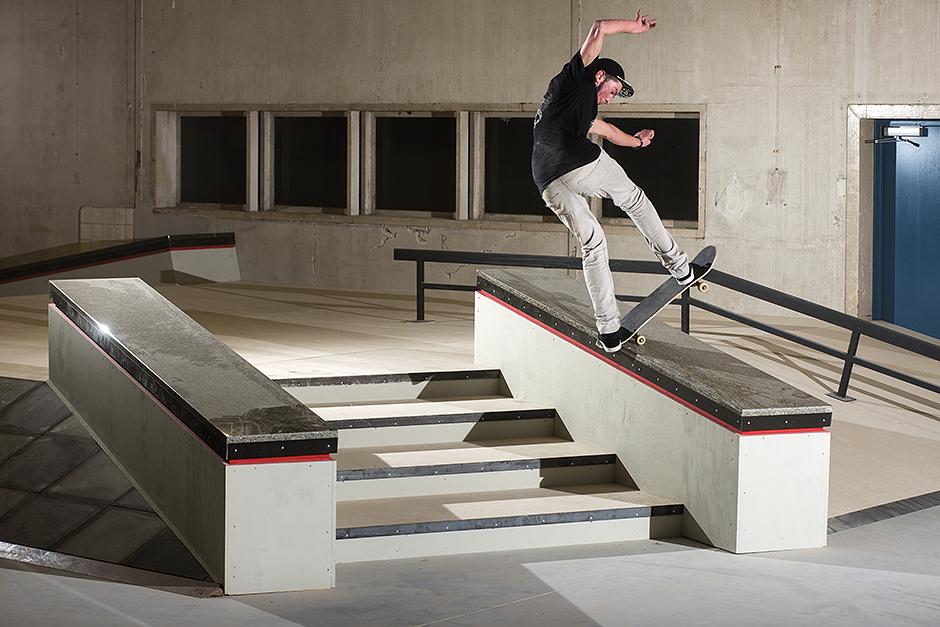 RealX-Skatepark-Apeldoorn-Robin-Welleweerd-Frontside-Bluntslide