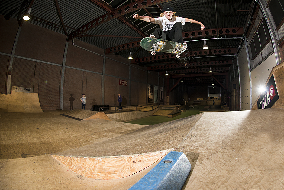 Sweatshop-Skatepark-Den-Haag-Bart-Buikman-ollie