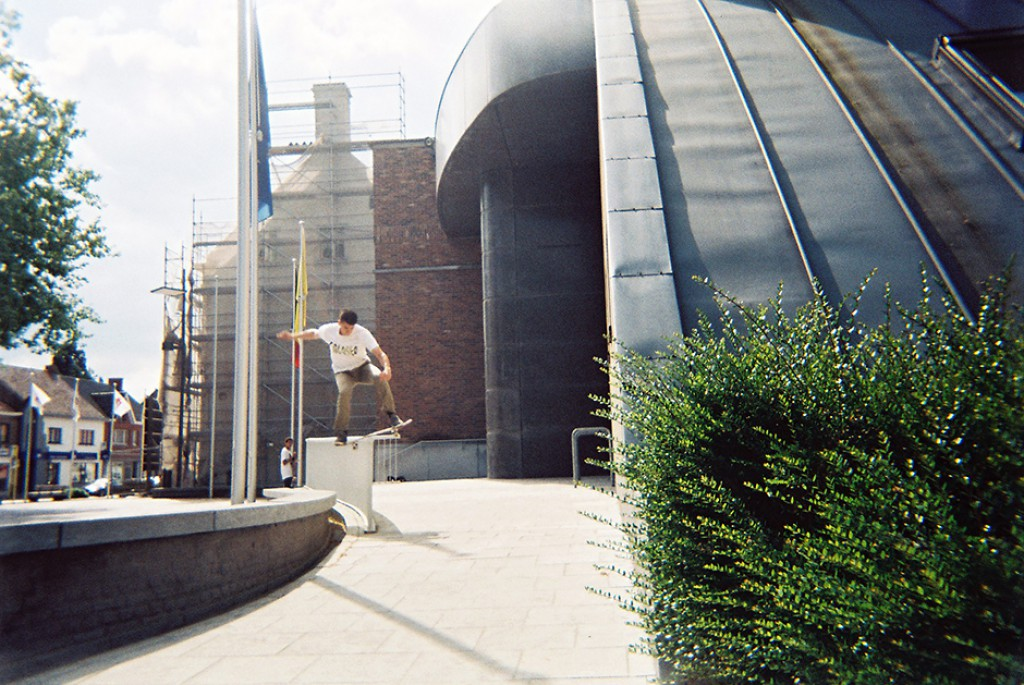 mohamed-saouti-curb-skateshop-gent-disposables-13