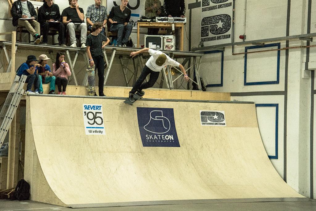 nk-skateboarden-2015-justin-wagener-backside-smith