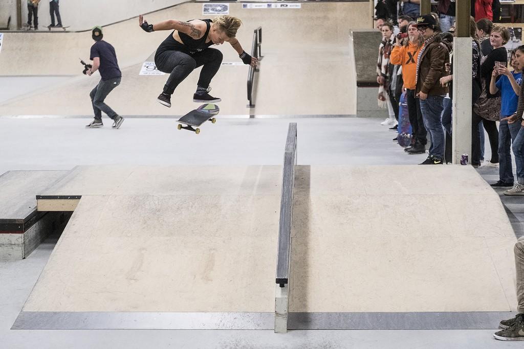 NK-skateboarden-dames-2016-realx-apeldoorn-Candy-Jacobs-Kickflip