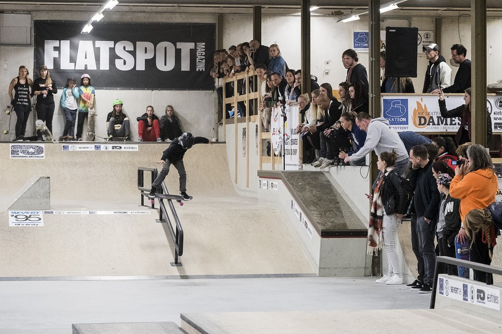 NK-skateboarden-dames-2016-realx-apeldoorn-Keet-Oldenbeuving-Boardslide